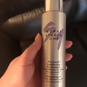 Monat The Champ Dry Shampoo.